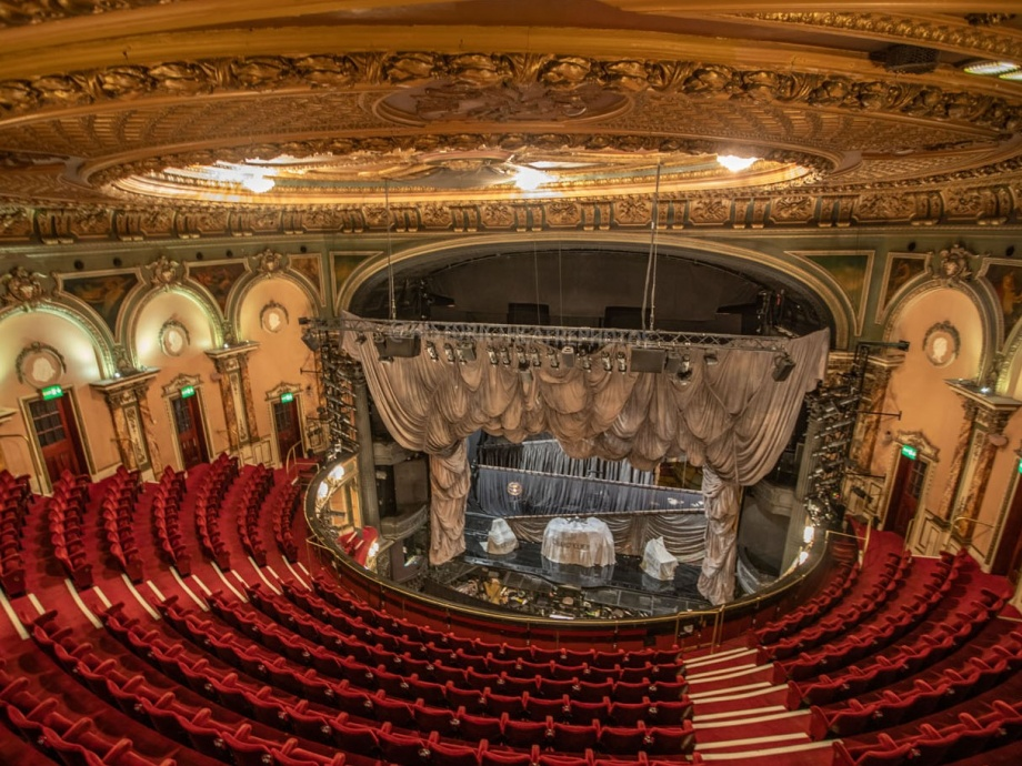 Stage Curtains, London->title 1