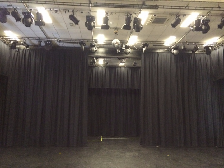 Drama - Theatre curtains