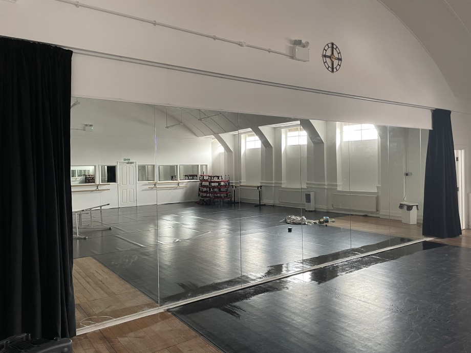 Jac Jossa Academy - Studio Mirror Curtains->title 1