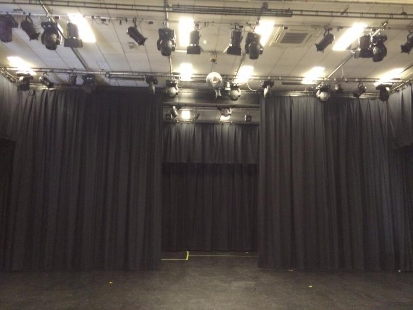 Drama - Theatre curtains